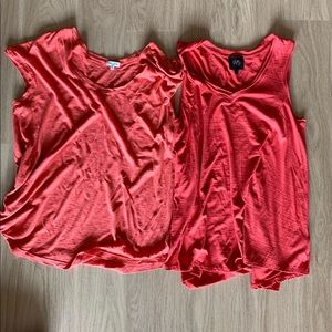 🌺2 soft sleeveless shirts.